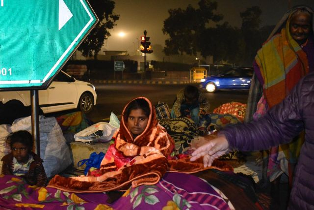 Photo : Celebrate The Joy Of Giving, Donate Blankets To The Homeless
