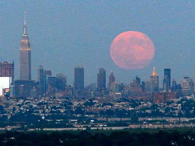 Photo : शानदार... गली में आज चांद निकला