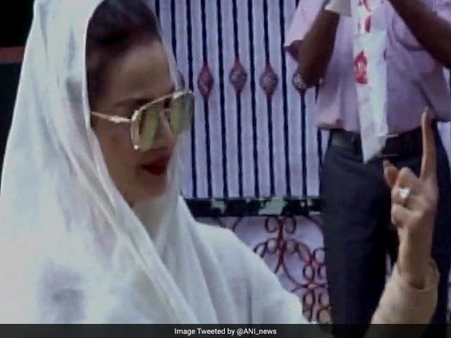 Photo : BMC Election 2017: Celebrities Vote For A Better Mumbai