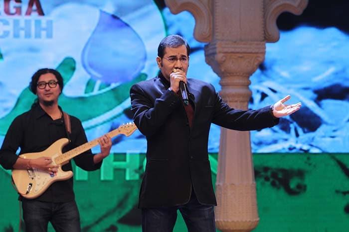 Priyanka, Arjun, Sonakshi, Sachin Join Big B for the Cleanathon