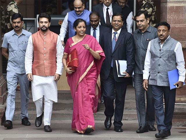 Photo : वित्त मंत्री निर्मला सीतारमण ने संसद में बजट दस्तावेज पेश किए