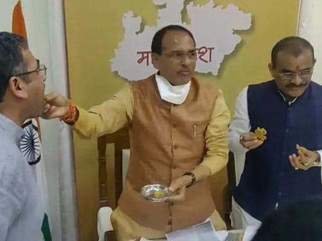 बिहार विधानसभा चुनाव और उपचुनावों में बीजेपी को बढ़त, जश्न मनाते दिखे दिग्गज, देखें तस्वीरें...