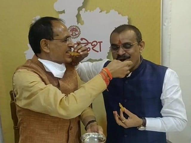 Photo : बिहार विधानसभा चुनाव और उपचुनावों में बीजेपी को बढ़त, जश्न मनाते दिखे दिग्गज, देखें तस्वीरें...