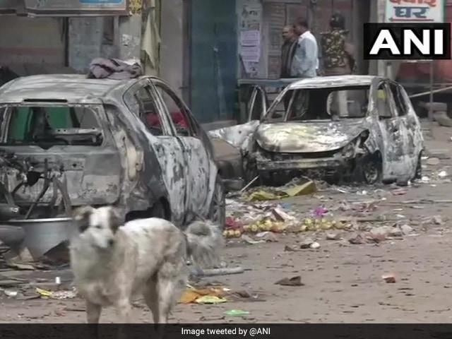 Photo : सीएए हिंसा में दहली दिल्ली, सड़कों पर फैले हैं आगजनी, उपद्रव और दहशत के सबूत