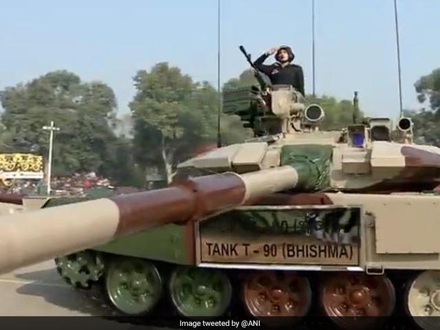 Photo : Republic Day 2020: जिनसे थर्राते हैं दुश्मन, ऐसे हैं K9 वज्र और भीष्म T90 टैंक, राजपथ पर दिखी भारत की ताकत