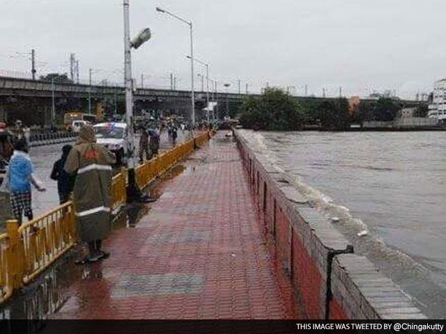 Photo : 5 Pics: Chennai Submerged After Heavy Rains