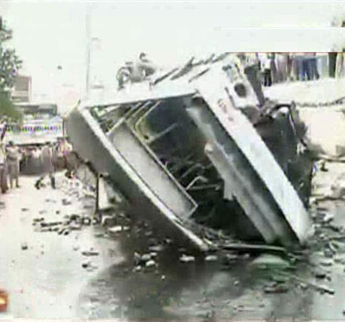 Bus falls off flyover in Chennai, 30 passengers injured