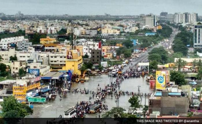 5 Pics: Heavy Rains Brings Chennai to a Standstill