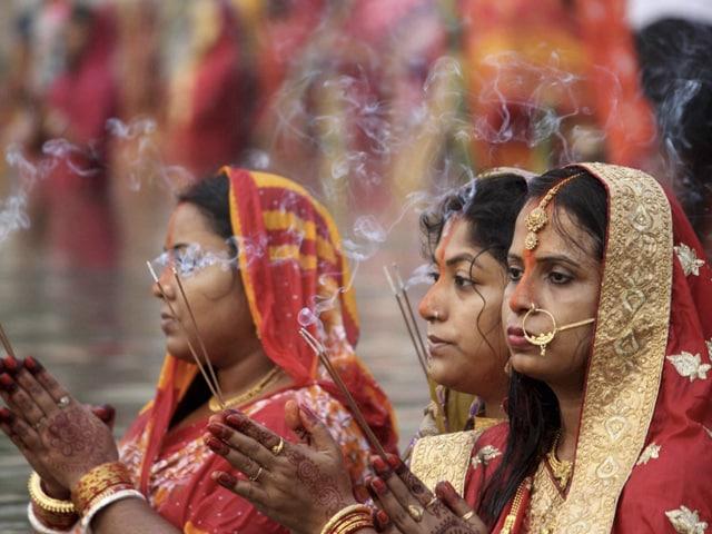 Photo : देशभर में छठ पर्व की धूम, बिहार सीएम नीतीश भी पूजा करते आए नजर, देखें तस्वीरें...