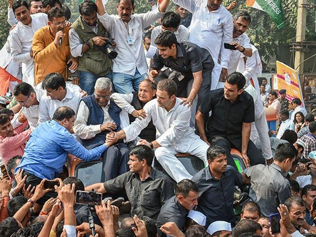Photo : Pics: Rahul Gandhi, Congress Workers Protest Over CBI Row