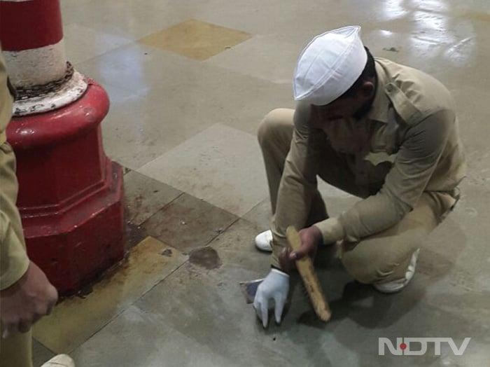NDTV-डेटॉल बनेगा स्वच्छ इंडियाः चमक उठा CST रेलवे स्टेशन