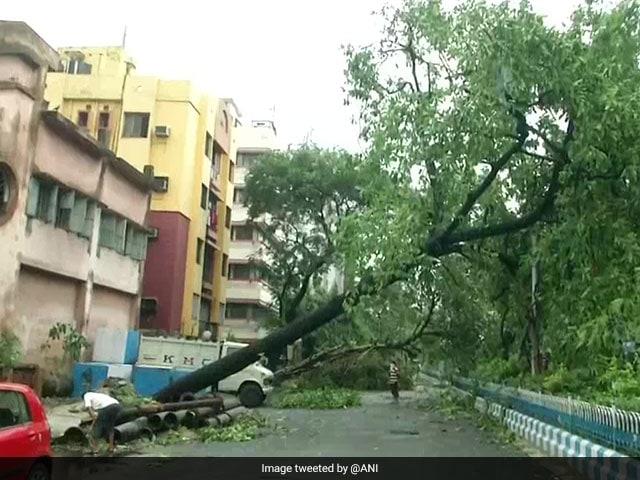 बंगाल में तूफान Amphan से मची तबाही, हजारों घर तहस-नहस, देखें तस्वीरें