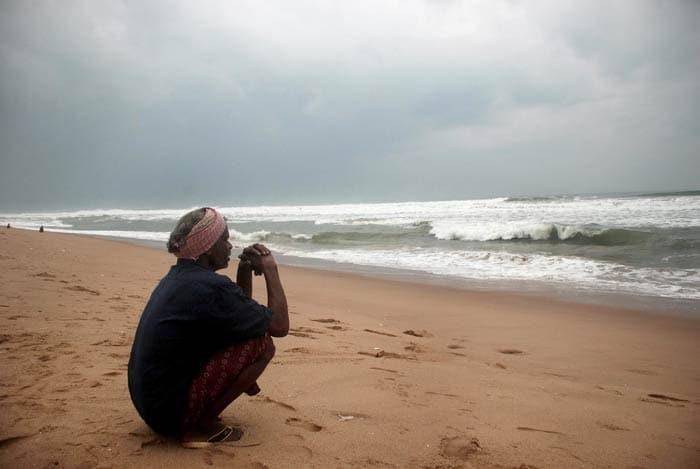 Odisha, Andhra Pradesh brace for Cyclone Phailin