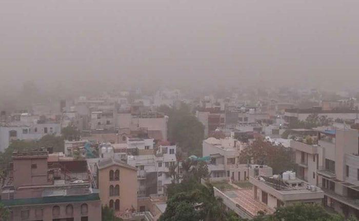 Dust Storm Hits Delhi And NCR: Pics