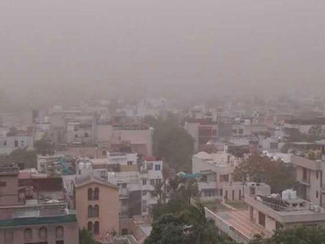 Photo : Dust Storm Hits Delhi And NCR: Pics