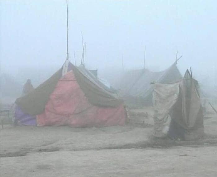 Thick fog envelops Delhi, flight operations suspended
