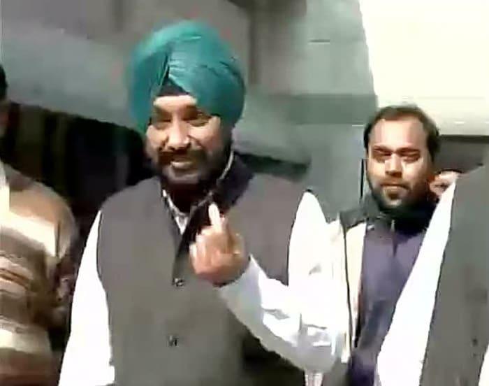 Delhi Votes: Arvind Kejriwal, Kiran Bedi at Polling Booths