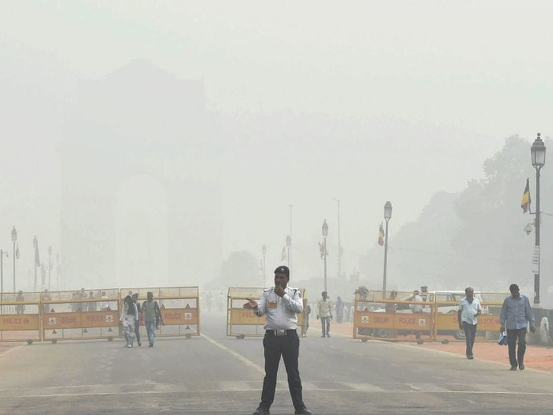 Photo : Delhi's Worst Nightmare: Pollution Converts The City Into A 'Gas Chamber'