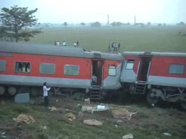 Photo : Delhi-Dibrugarh Rajdhani Express Derails in Bihar, Four Killed