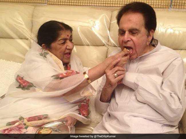 दिलीप कुमार और सायरा बानो... बंधनों से बड़ा प्यार भरा रिश्ता