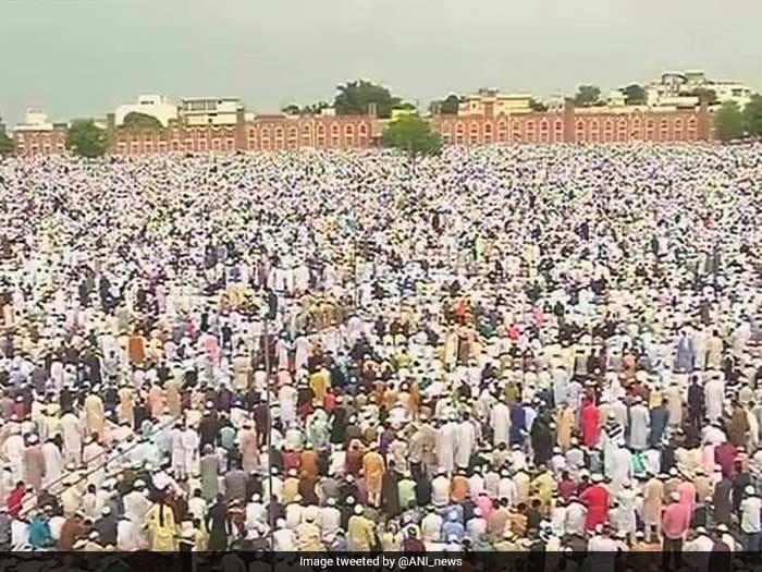 तस्वीरों में देखें: देश भर में एकता की भावना के साथ मन रही है ईद...
