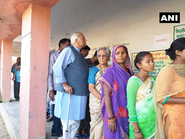 लोकसभा चुनाव: पांचवें चरण में 7 राज्यों की 51 सीटों पर मतदान, दिग्गजों ने डाला वोट, देखें तस्वीरें