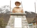 Photo : Operation Everest Summiteers Visit Khumjung School Established by Sir Edmund Hillary