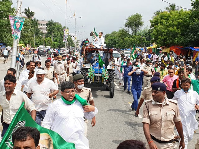 Photo : कृषि विधेयक के विरोध में देशभर में किसानों का 'भारत बंद', देखें तस्वीरें...