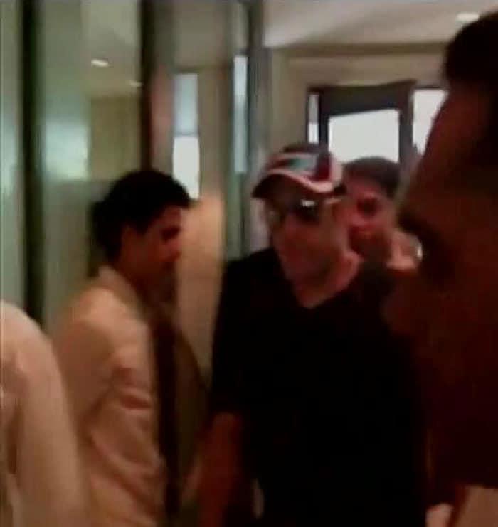 VIPs Arrive for Mr Modi\'s Swearing-In