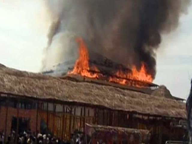 Photo : तेलंगाना के सीएम के यज्ञ के दौरान पंडाल में लगी  भयंकर आग