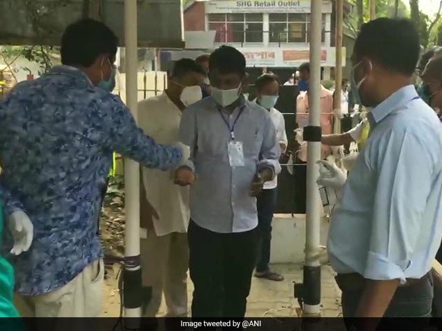 Assembly Election results 2021: रुझानों में बंगाल में टीएमसी को बहुमत, कार्यकर्ताओं में जश्न