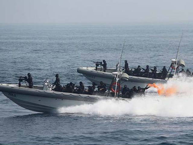 Photo : Indian Navy Shows Off Strength At International Fleet Review