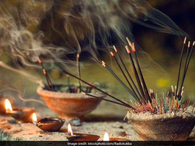 Photo : Diwali Special: इस बार गिफ्ट करें फूलों से बनीं इको फ्रेंडली अगरबत्ती