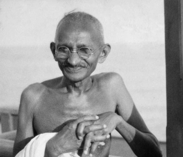a look at the life of mohandas karamchand gandhi and his advocation of peace When i look back, the death of tilak mahatma: life of mohandas karamchand gandhi even during his life innumerable stories and legends had grown around him.