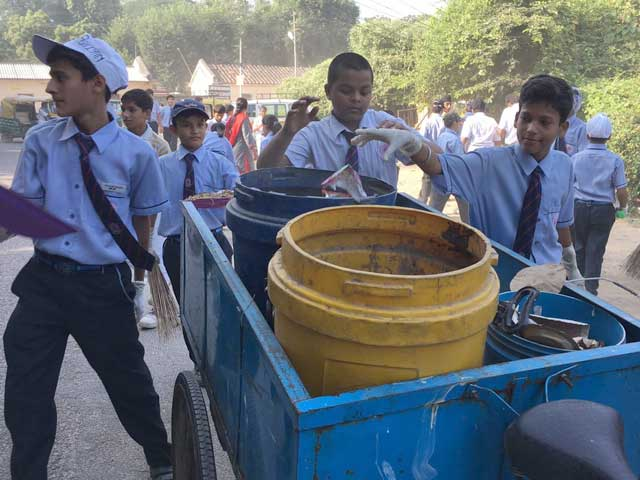 Photo : Gearing Up For The 12-Hour Banega Swachh India Cleanathon