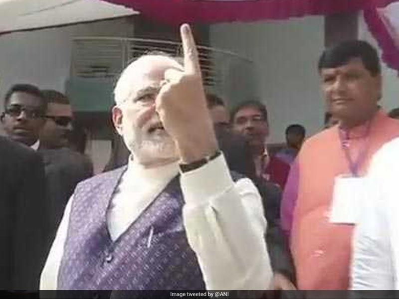 Photo : गुजरात विधानसभा चुनाव के दूसरे चरण में पीएम मोदी ने डाला वोट