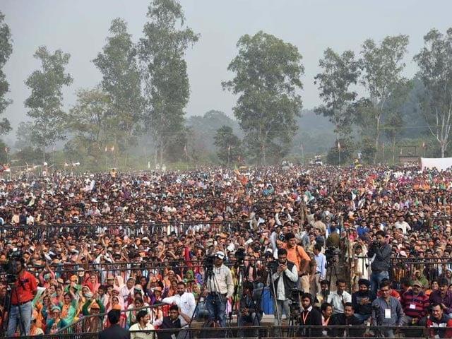 Photo : गुजरात, हिमाचल में दिग्गजों ने जनता को किया संबोधित