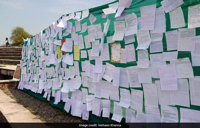More than 5000 Students In Gurugram Formed A Human Chain To Protect Aravali Biodiversity Park