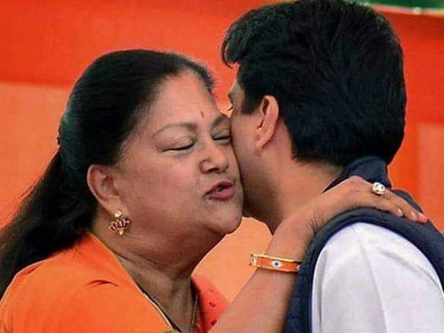 Yearender 2018: जब पीएम मोदी से गले मिले राहुल और फिर मारी आंख, राजनीति से जुड़ी दुर्लभ तस्वीरें