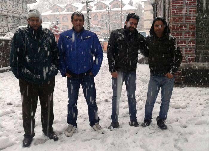 \'Lonely valley\': fresh snowfall cuts Kashmir off