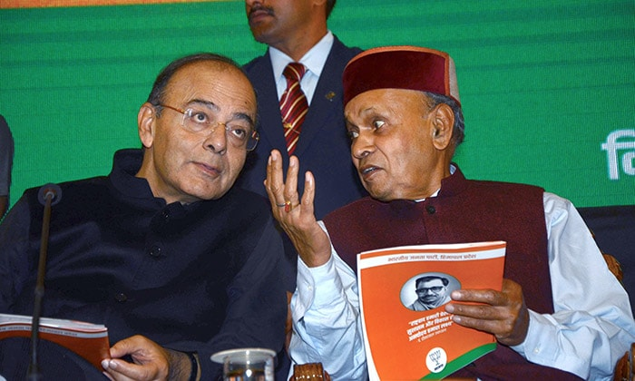 It\'s Veterans Virbhadra Singh Vs Prem Kumar Dhumal In Himachal Elections