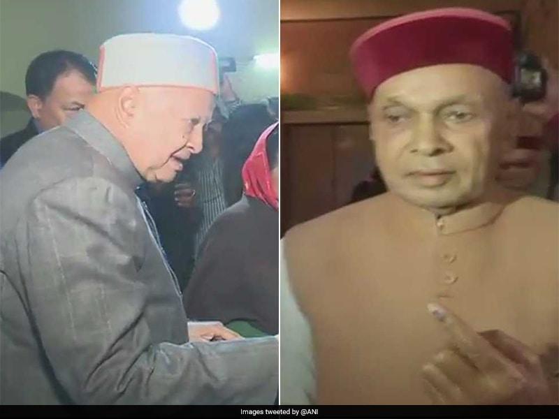 Photo : हिमाचल चुनाव : वीरभद्र और धूमल ने डाला अपना वोट