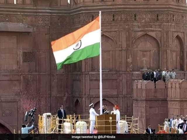 Photo : Independence Day 2018: पीएम मोदी ने लाल किले की प्राचीर से पेश की 'नए भारत' की बुलंद तस्वीर