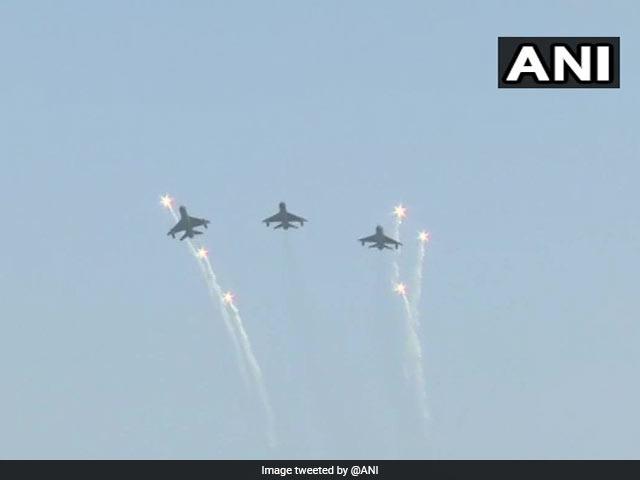 वायुसेना मना रही 87वां स्थापना दिवस, हिंडन एयरबेस पर दिखा जलवा, देखें तस्वीरें...