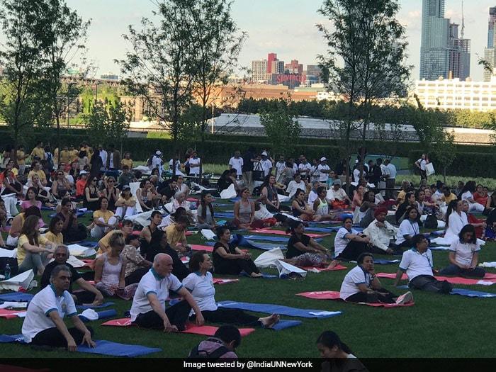 देशभर में कुछ इस तरह मनाया गया International Yoga Day 2017