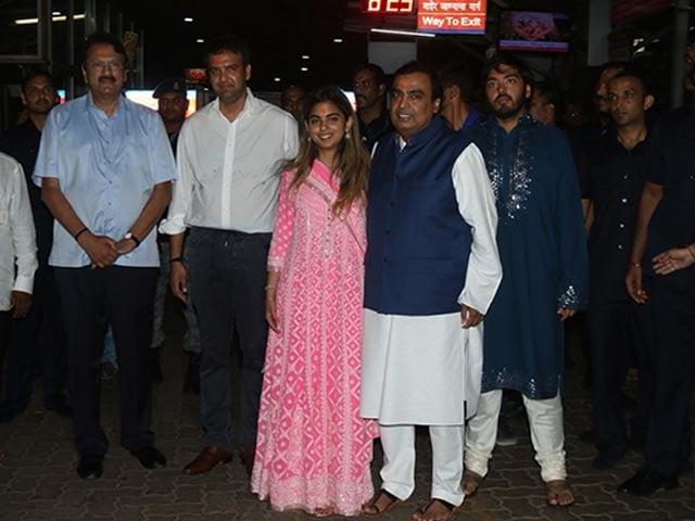 Photo : In Pics: Isha Ambani, Fiance Anand Piramal Visit ISKCON Temple In Mumbai