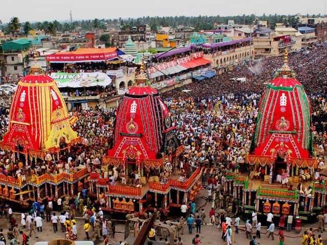 Photo : कुछ यूं श्रद्धालुओं के प्यार और शानो शौकत के साथ निकली भगवान जगन्नाथ यात्रा...