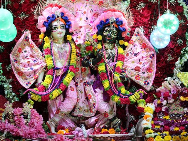 Photo : पंजाबी बाग के ISKCON मंदिर में धूमधाम से मनाई गई जन्माष्टमी