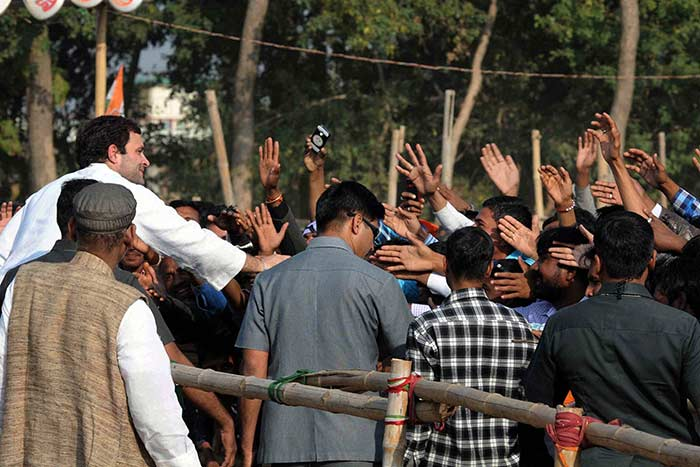 Parties Resort to Star Power For Polls in Jharkhand, Jammu and Kashmir