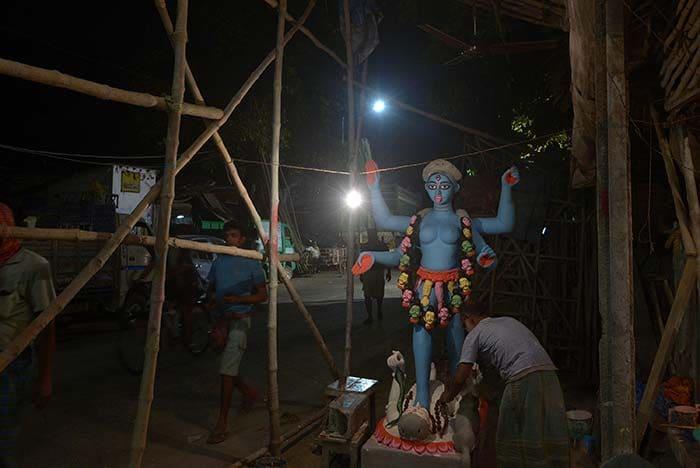Kali Puja Preparations Begin in Kolkata